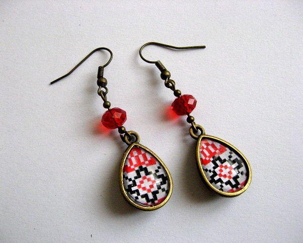 Cercei cu cristale motiv popular romanesc  - idei cadou femei - culori - alb, negru, rosu
