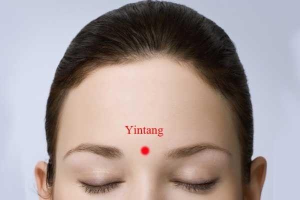 El Punto Yin Tang para la migraña - Remedios para el Alma