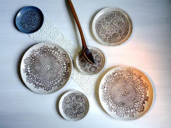 Sieh dir dieses Produkt an in meinem Etsy-Shop https://www.etsy.com/de/listing/502504251/2-rustikale-keramik-teller-fruhstuck