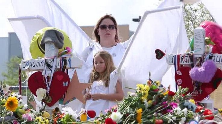Students, parents make emotional return to Marjory Stoneman Douglas campus