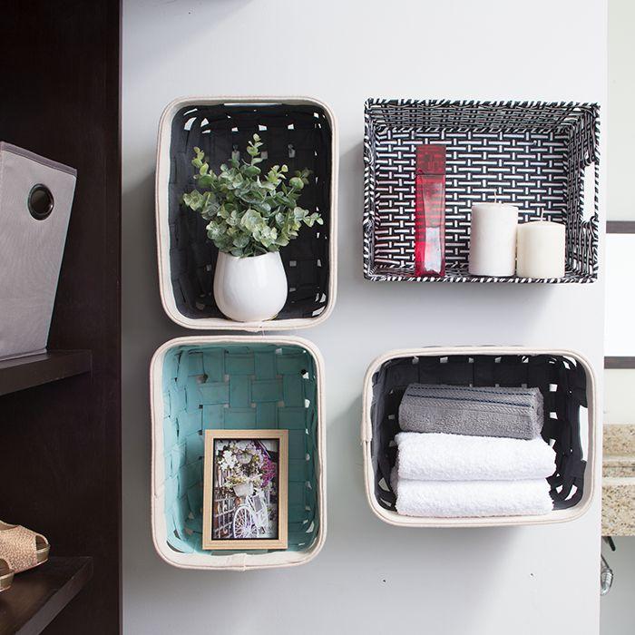 Tips para organizar tu hogar: Utiliza canastas y gavetas en la pared a modo de repisas, te recomendamos utilizar en distintos tamaños y colores para crear una combinación única.