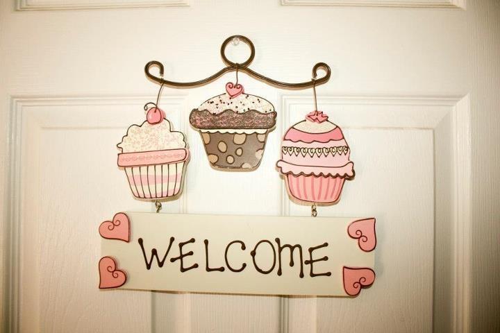 Cupcake Bakery Bedroom: Cupcake welcome sign