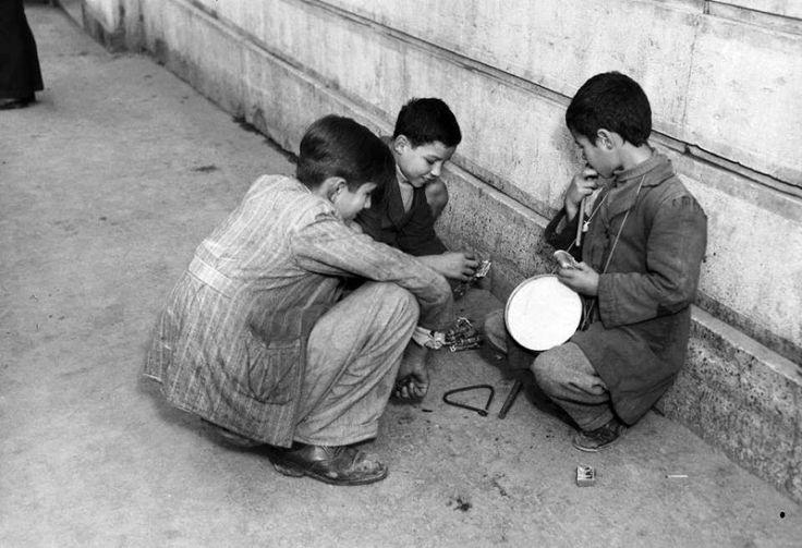ΔΗΜΗΤΡΗΣ ΧΑΡΙΣΙΑΔΗΣ Η μοιρασιά  χριστουγεννιάτικα κάλαντα, Αθήνα 1950.