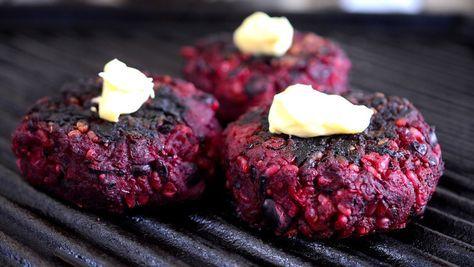 Es sabido que en el mundo de las hamburguesas vegetarianas hay una feroz competencia, y nuevos contrincantes aparecen todos los días. Hay de carne de soja, hongos, porotos, nueces, zapallo, y casi …