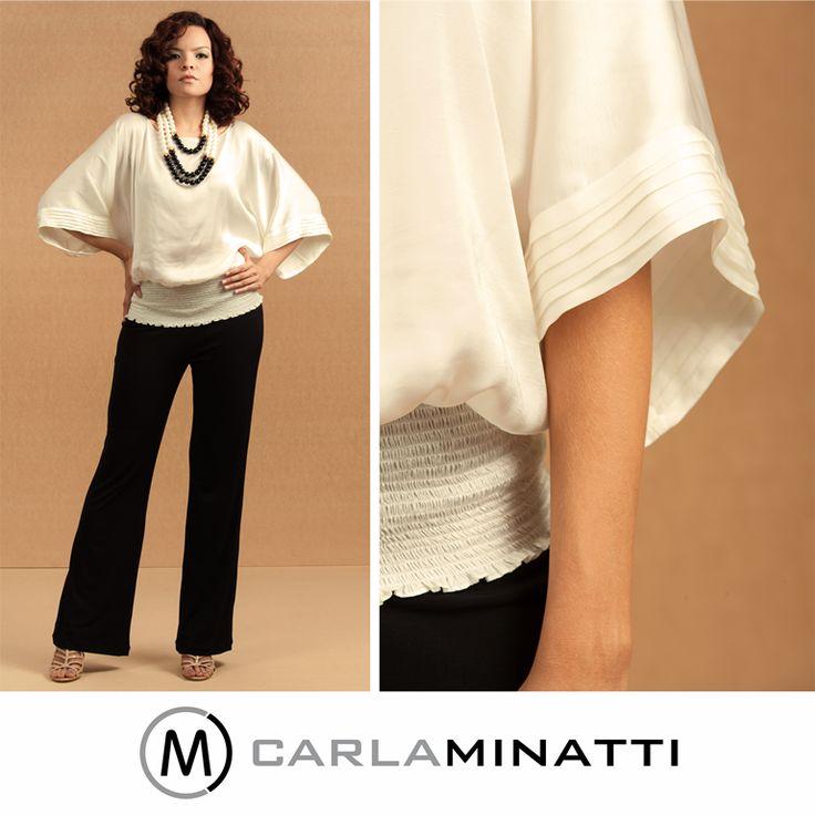Las alforzas en las mangas le dan ese toque especial a una blusa sencilla pero que le queda bien a todo el mundo.
