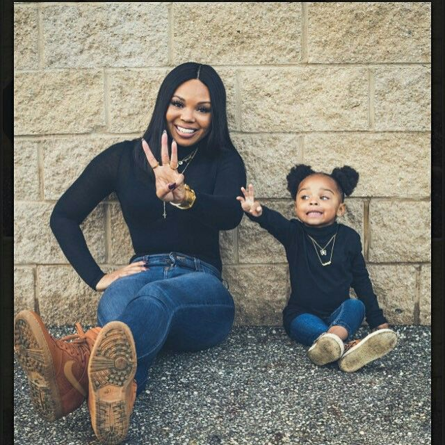 1fe46855e9 Mom and mini me | Mini Me ❤ | Mommy, me outfits, Mother daughter photos, Mom  daughter