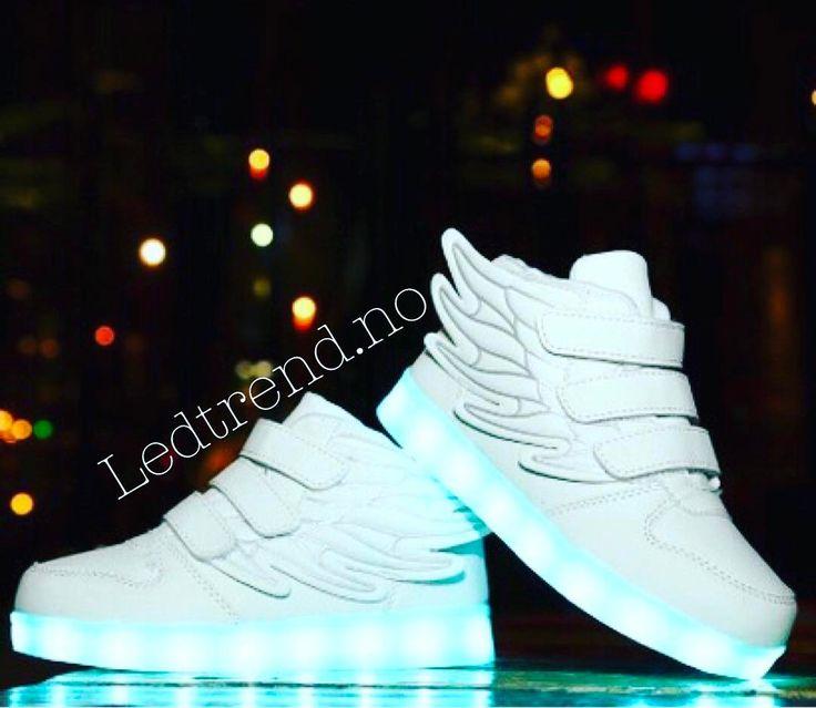 White angels   #ledtrend #danseglede #angels #engler #selskap #vors #fest #barnegave #gavetips #sko #barnesko #guttesko #hvitesko #jentesko #jentemote  #barnemoro #dragonfly #skonyheter #ledsquad #dans #dansetime #danseløve #dansesko #blinkesko #svartesko #partyløve