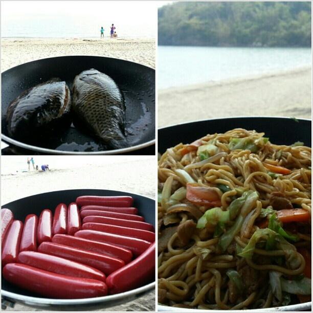 早くも#おやつ タイム #snack time #ビーチ #焼きそば#ソーセージ#ティラピア #yakisoba#sausage#tilapia#yummy#food#beach #swimming#hot#summer#philippines#海水浴#フィリピン