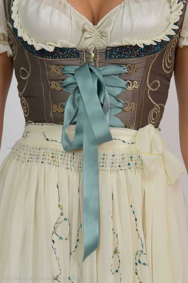 Very elegant #Dirndl. This can be worn for festive events like weddings.