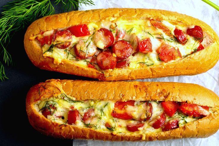 Bărcuțe cu ou, cârnați și brânză | Retete culinare - Romanesti si din Bucataria internationala