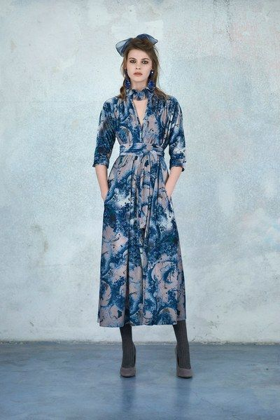 The complete Luisa Beccaria Pre-Fall 2018 fashion show now on Vogue Runway.