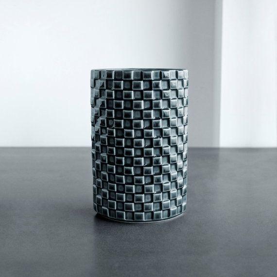 ARABIA FINLAND HARLEKIINI pattern vase by Kaarina Aho.