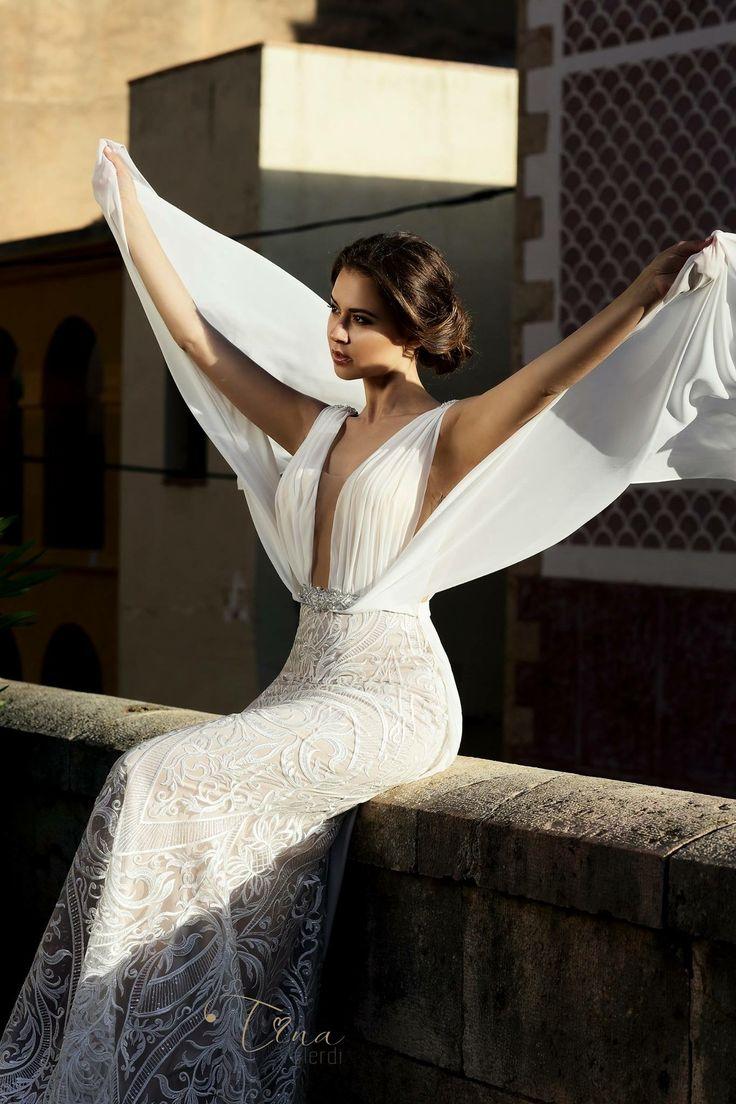 Dress to impress ! 🦋 #tinavalerdi #weddingdress #barcelonadreams