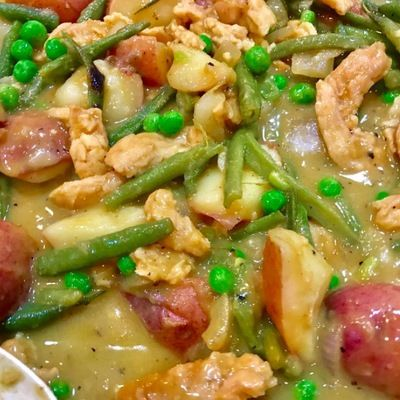 1 lb potatoes, diced 1 lb green beans 4 oz soy curls, hydrated and sliced into 1 inch strips (optional) 1 onion, diced 3 garlic cloves, minced 1 cup peas ¼ cup Thai Kitchen Green Curry Paste 14-ounce can lite coconut milk ½ tsp salt 2 tsp cornstarch+4 tsp water 1 1/2 tablespoon coconut sugar 2 tsp lime juice ¼ c basil leaves, chopped Steam the potatoes and green beans until tender. Sauté the onion and garlic cloves. Add the remaining ingredients and simmer for 15 minutes.