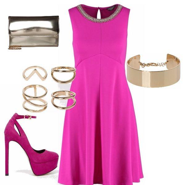 Stanche del solito rosso per le feste? Sostituiamolo con il colore più femminile, il rosa shocking, abito con collo prezioso e scarpe della stessa tinta dai tacchi vertiginosi, addobbato dalla luce dell'oro. Perfette per le festa...