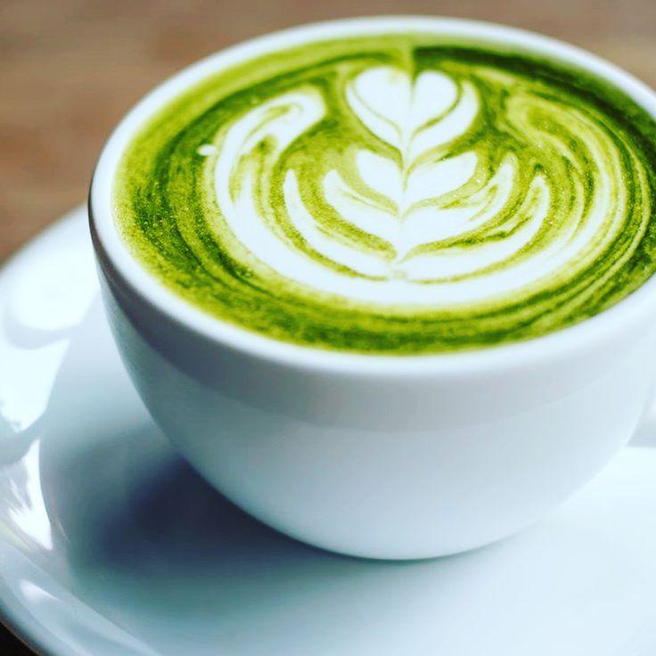 ��¿SÚPER BEBIDA?��Muchos habrán visto que ha empezado a circular en varias tiendas orgánicas este misterioso Té Matcha. Les cuento un poco sobre este té: ��✨�� ��Multiplica los beneficios del té verde ��Ayuda a combatir el cáncer, la diabetes y el colesterol. ��Reduce la grasa y ayuda a desintoxicar el cuerpo ��1 vaso de matcha equivale a 10 vasos de té verde en contenido en antioxidantes y valor nutricional ��Se puede tomar solo o combinarlo con café �� ��¿Dónde comprar? En mi tienda…