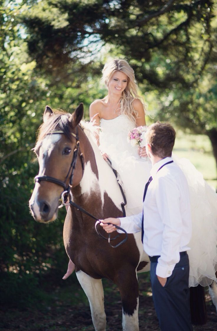 Bride & Horse #wedding