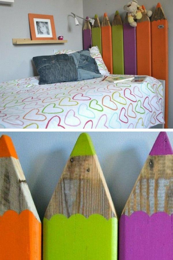 Tête de lit DIY originale et colorée pour la chambre des enfants, en bois de palette     http://www.homelisty.com/tete-lit-palette/