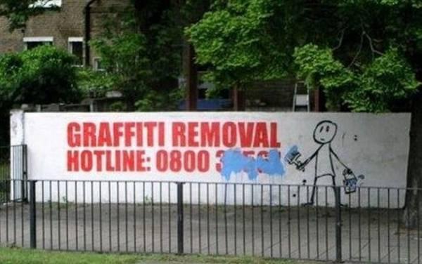 :) great funFunny Billboard, Funny Graffiti, Funny Pictures, Graffiti Removal, Graffiti Irony, Street Art, Graffiti Graffiti, Streetart, Graffiti Artists