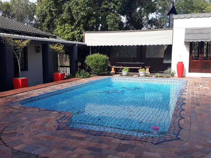 Chimneys Guest House - Chimneys Guest House is nestled in the suburb of Beacon Bay in East London. We provide tastefully decorated rooms with en-suite bathrooms, each equipped with a fridge and microwave, Mnet, select DStv channels, ... #weekendgetaways #eastlondon #sunshinecoast #southafrica