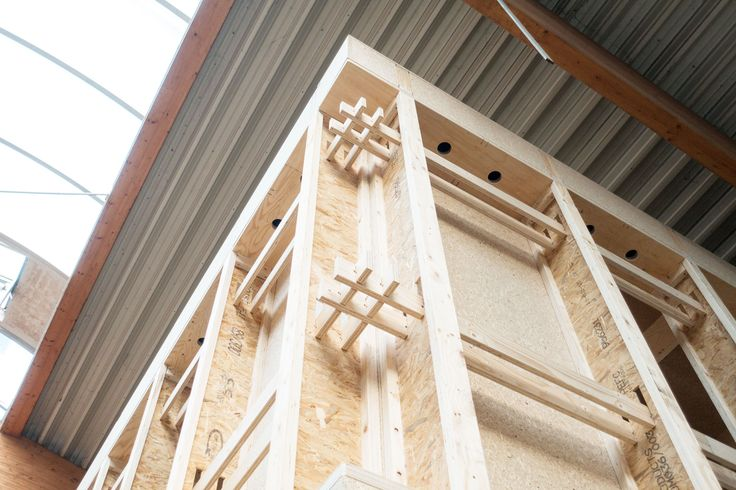 SI-modular system's individual timber components are connected using exact interlocking connections, that join into each other by themselves. Due to the dimensional stability of the I-beams and the precise milling, no assembly errors arise and, in addition, the construction is very stable.
