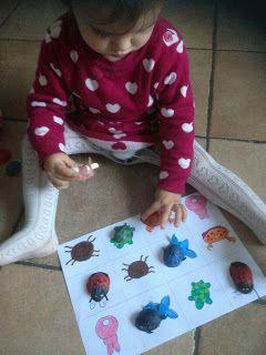 Matching game con i gusci di nocehttp://mangialeggicrea.blogspot.ch/2015/11/riciclare-i-gusci-di-noci-animali.html