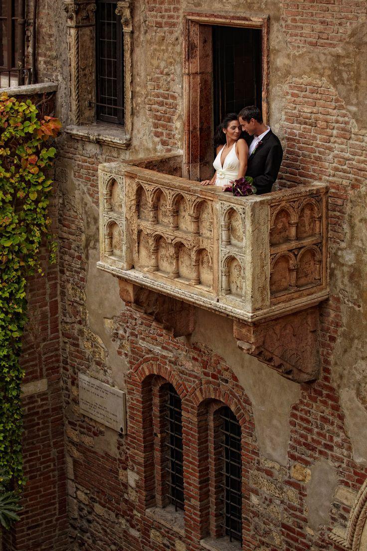 Kiss on Juliet's Balcony in Verona, Italy