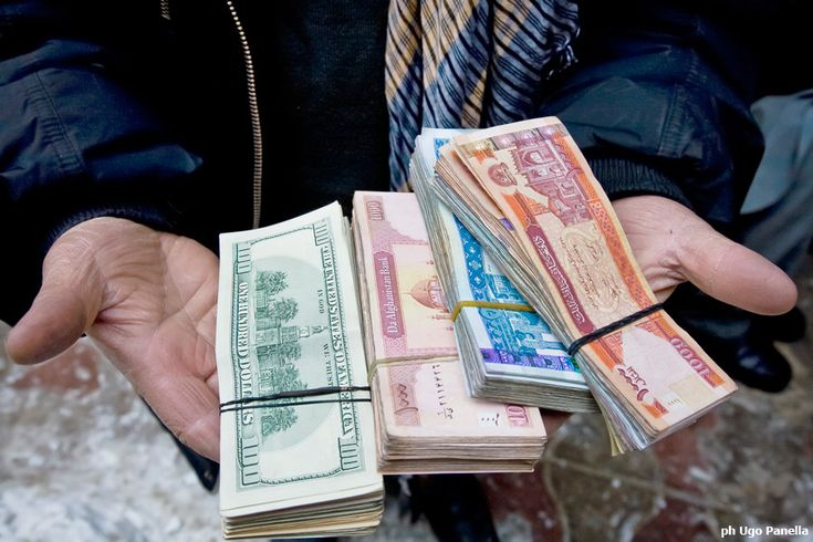 Per anni si è creduto che per sconfiggere la povertà bastasse distribuire grandi quantità di denaro.
