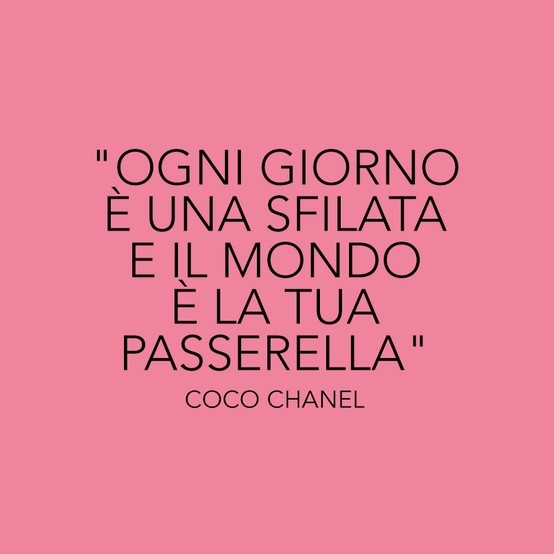 Ogni giorno è una #sfilata di #moda e il mondo è la tua #passerella! #Quote #cocochanel #chanel #citazione #fashion #moda