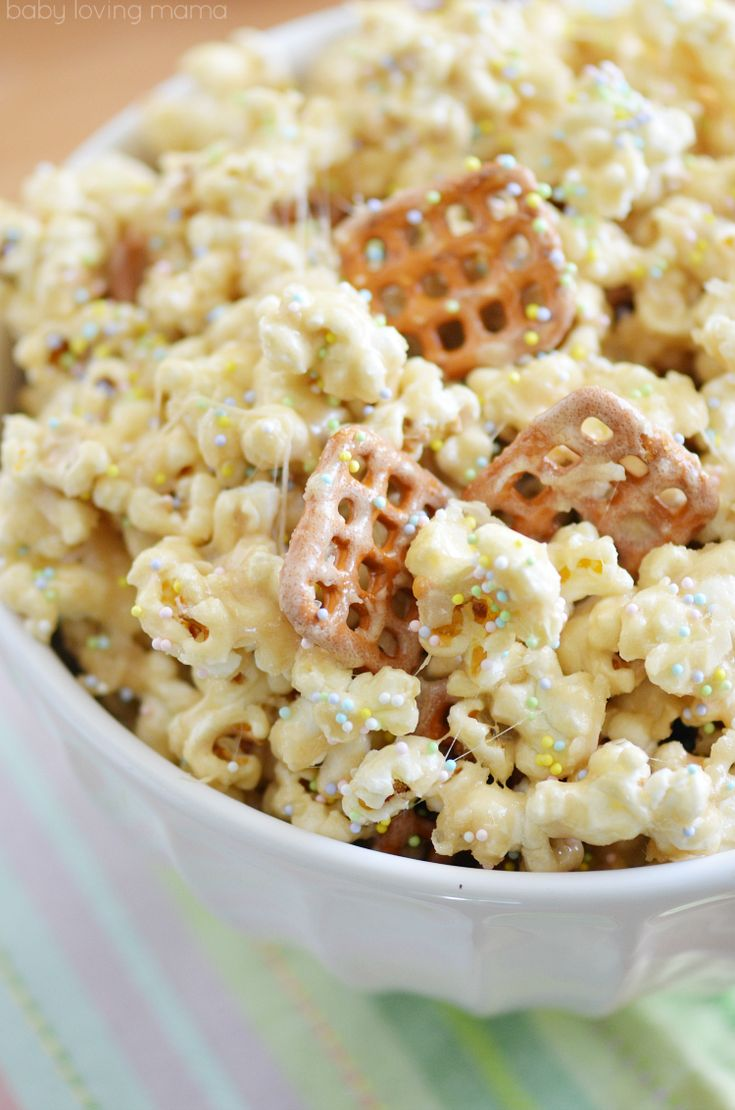 Easy Marshmallow Popcorn Recipe for Spring plus DIY Treat Bags #StartRightEndRight #CG [AD]