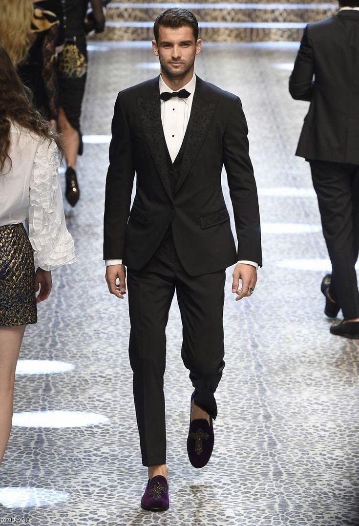 Il tennista bulgaro Grigor Dimitrov da modello, sfilata di moda con vestiti  eleganti uomo