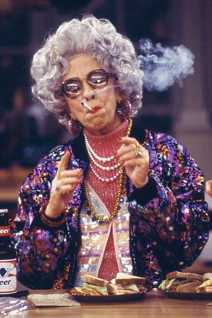 Grand-mère Yetta dans Une Nounou d'enfer (1993 - 1999)Oui, Fran Fine était la…