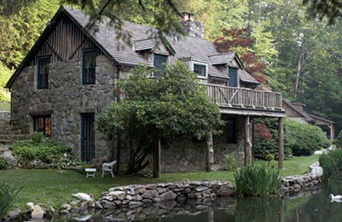 I absolutely love stone cottages and log homes.....they are what takes me away from all of the worries and transforms simplicity to magic....totally agree!