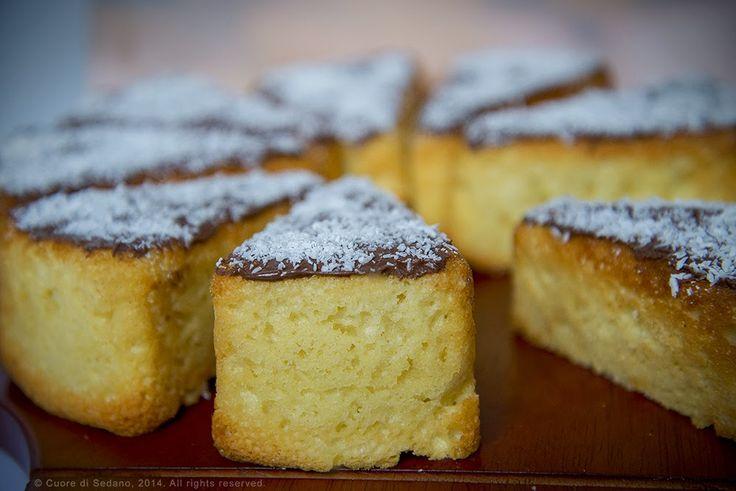 Fette di torta al cocco e crema gianduia - Cuore di Sedano
