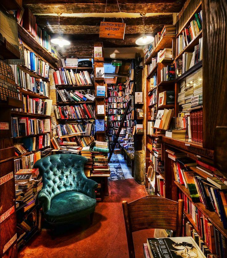 Todos nuestros libros desde hoy en Granada, Almería y Málaga: http://elsastredeapollinaire.blogspot.com.es/2014/05/nuevas-librerias.html