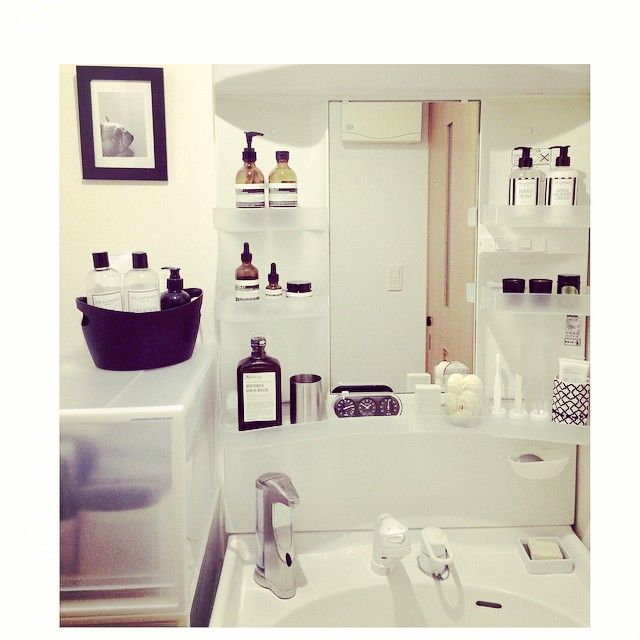 Instagram media by negimami06 - 洗面所 うちの洗面はミラー収納じゃないのです、、おまけに狭いです(._.)…