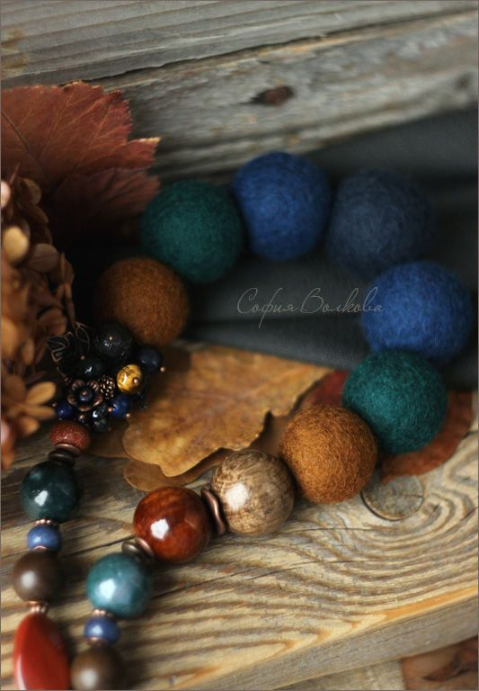 """Купить Бусы """"Ореховый октябрь"""" - войлочные бусы, крупные бусы, бусы из войлока, тёмно-синий"""