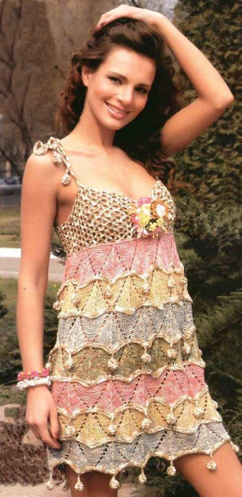 Летнее платье с шишечками: схема вязания спицами и крючком