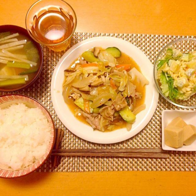 ムスメちゃん達も大好き豚キムチ  奥様も明日はお休みなのでキムチの匂いも安心なのです('∀`)アハ♪ - 16件のもぐもぐ - 鹿児島豚バラの野菜たっぷり豚キムチ  マカロニとキウイのマヨサラダ  高野豆富煮  小松菜と大根のお味噌汁 by NstyleCafe