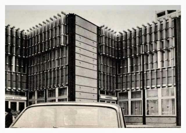 1970-es évek. Hotel Volga a Dózsa  György út és Váci út sarkán.