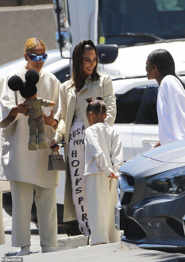 Kim Kardashian Leaves Kanye S Sunday Service In Trust God Sweats In 2020 Kim Kardashian Kim Kardashian Outfits Kardashian