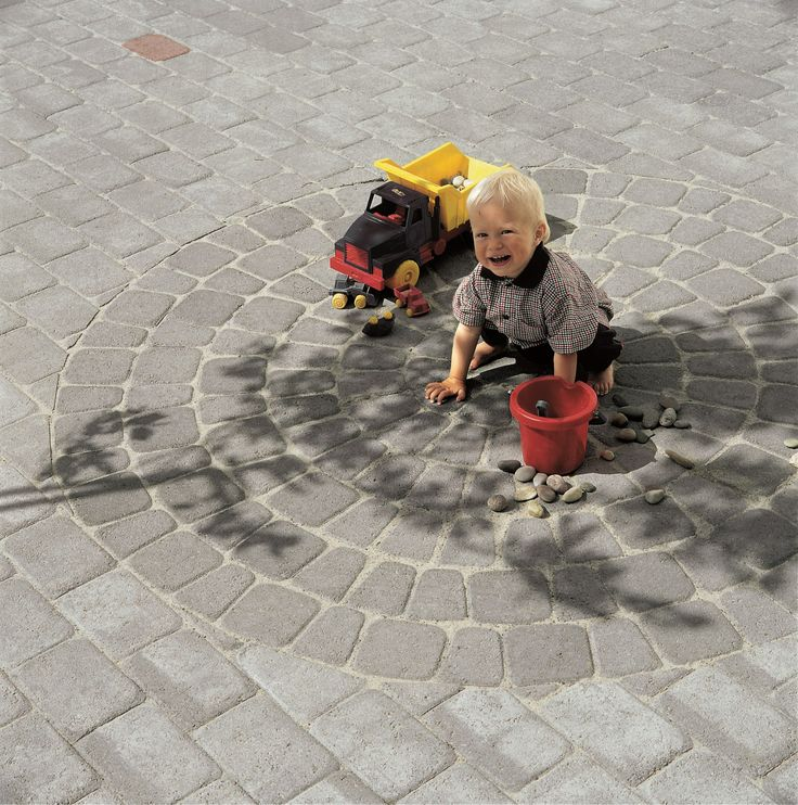 En sirkel av Kongsgård belegningsstein fra Aaltvedt stein.