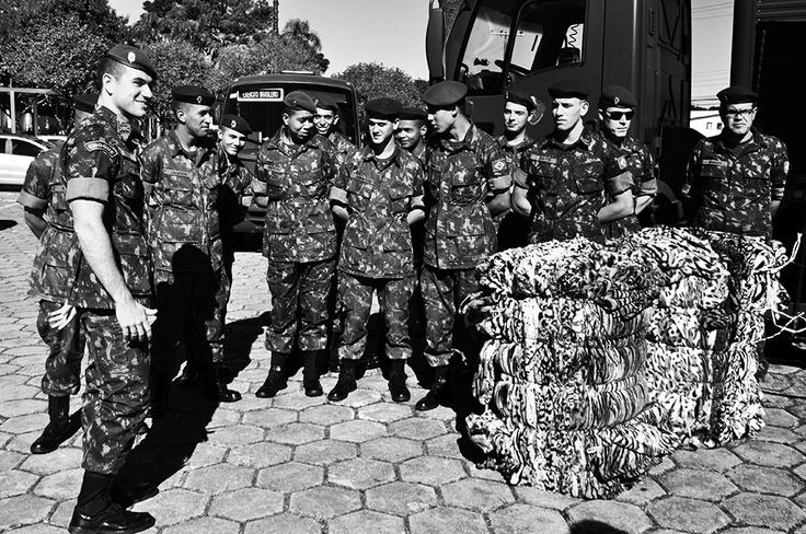 O IPCC recebeu do Comando da 5ª Região Militar e 5ª Divisão do Exército a doação de cerca de 3 mil cobertores para a Doe Calor - Campanha do Agasalho