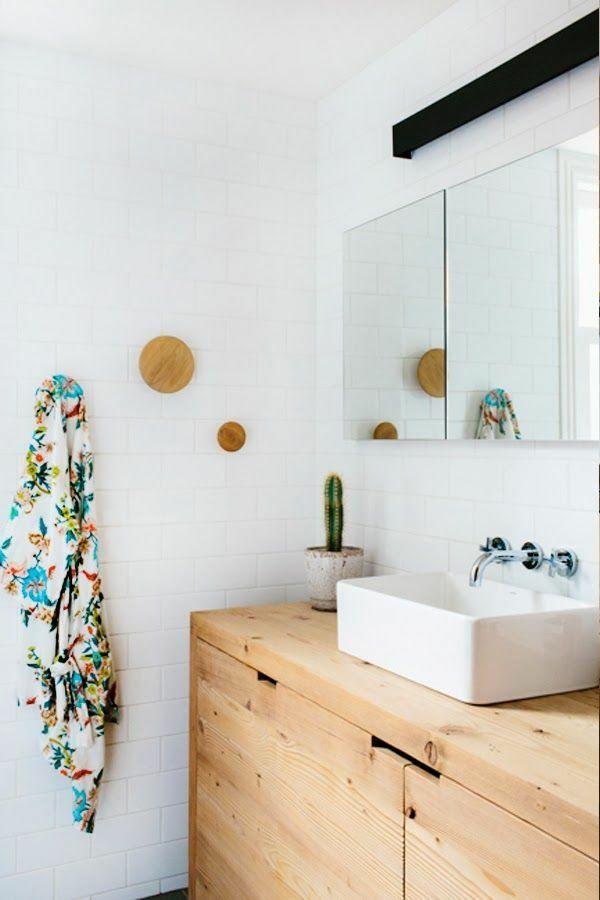 meuble salle de bain bois 35 photos de style rustique deco pinterest petit meuble. Black Bedroom Furniture Sets. Home Design Ideas