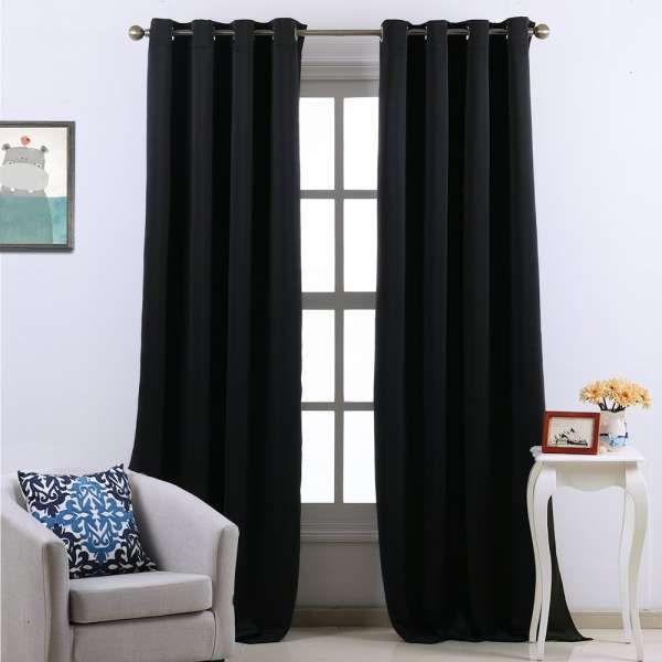 Accrochez des rideaux épais à vos fenêtres pour empêcher l'air froid de pénétrer.16 Astuces pour ne plus jamais avoir froid en hiver