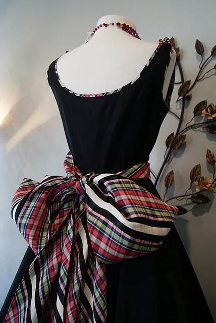 Gorgeous Tartan fashion.  luv luv luv this bow!!