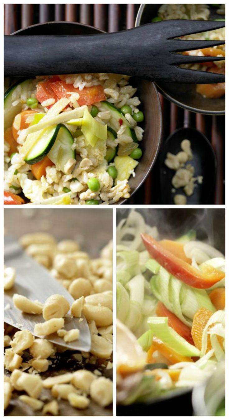 Vor dem Servieren wird das Nasi Goreng mit Erdnüssen bestreut: Vegetarisches Nasi Goreng mit Rührei | http://eatsmarter.de/rezepte/vegetarisches-nasi-goreng