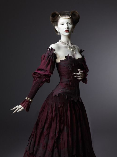 Another take on a red dress - deconstructed Elizabethan