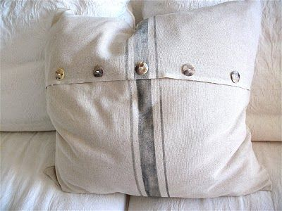 pillow tutorial from meridian road - similar to the pillows i'm making using old linen table runners and napkins