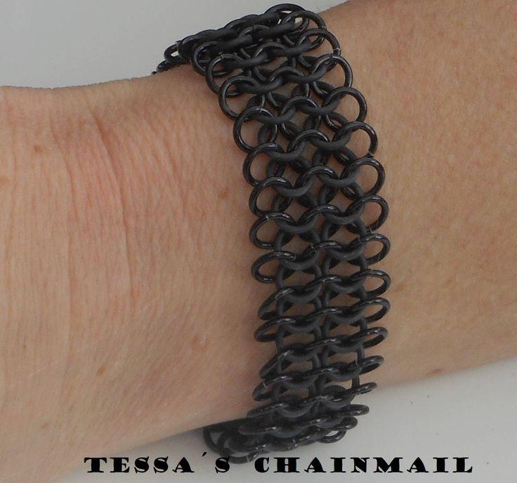 Zwarte rekbare armband european 4 en 1 chainmail  met rubber en aluminium ringen. Chainmaille. Lichtgewicht. Tessa's chainmail by TessasChainmail on Etsy
